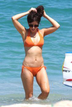 Мокрые трусики Кейт Бекинсейл на пляже, Август 2008