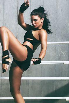 Спортивное тело Джины Карано в журнале GQ