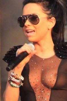 Певица Инна засветила соски на Summer Festival 2010, 2010