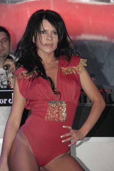 Певица Инна без лифчика на сцене, 2010