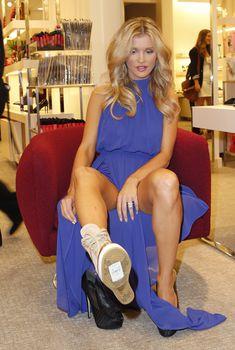 Возбуждающие ноги Джоанны Крупы в обувном магазине, 12.09.2013