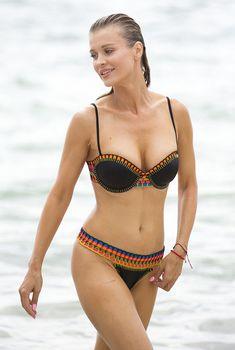 Стройная Джоанна Крупа на пляже Майями, 09.10.2015