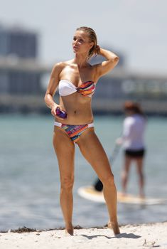 Эротичная Джоанна Крупа на пляже в Майями, 08.05.2015
