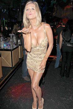 Возбуждающая грудь Джоанны Крупы в клубе Mynt, 26.02.2015