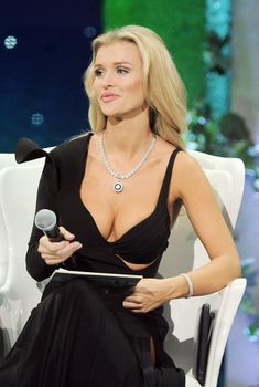 Джоанна Крупа показала бюст на шоу «Топ модель», 12.07.2011
