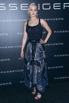 Дженнифер Лоуренс в прозрачной майке на презентации CinemaCon, 12.04.2016