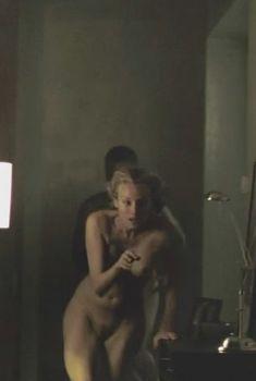 Голая Дайан Крюгер в фильме «До последнего вздоха», 2010