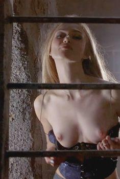 Голая Кира Найтли в фильме «Яма», 2001