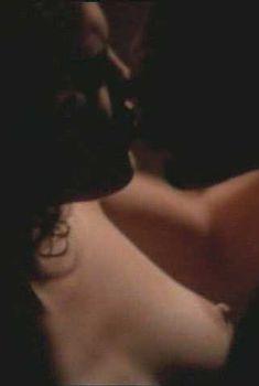 Голая грудь Дженнифер Лопес в фильме «Денежный поезд», 1995