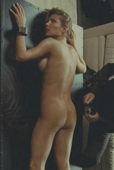 Голая Эльза Патаки в фильме «Хочу в Голливуд», 2010