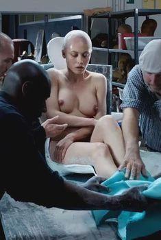 Голая Ольга Куриленко в фильме «Двое во вселенной», 2016