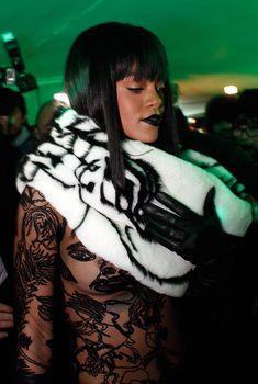 Рианна засветила сосок на Jean Paul Gaultier Fashion Show, 03.01.2014