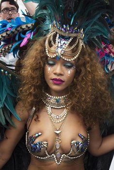 Развратная Рианна на карнавале в Барбадосе, 03.08.2015