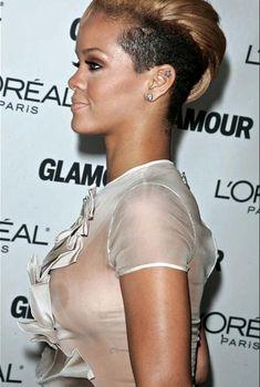 Голый сосок Рианны на Glamour Woman of the Year Awards, 2009