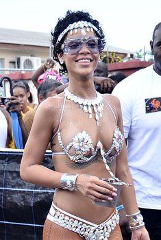 Рианна в откровенном наряде на карнавале в Барбадосе, 05.06.2013