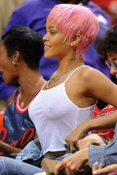 Рианна в прозрачной майке на баскетбольном матче, 2014