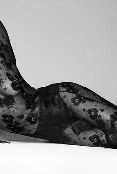 Наоми Кэмпбелл в прозрачном платье для Vogue, Ноябрь 2014