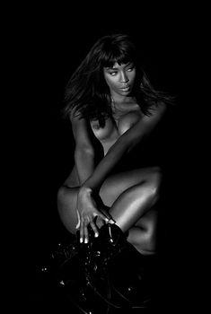 Наоми Кэмпбелл с голой грудью в фотосессии Санте Д'Орацио, 1993