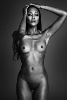 Полностью голая Наоми Кэмпбелл для журнала Interview, Сентябрь 2013