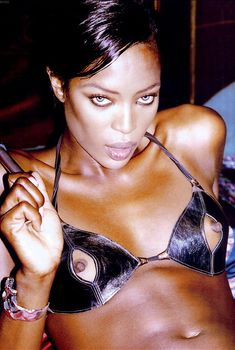 Голые соски Наоми Кэмпбелл для журнала GQ, Февраль 2004