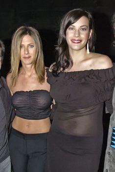 Голый засвет Дженнифер Энистон на MTV Icon, Апрель 2002