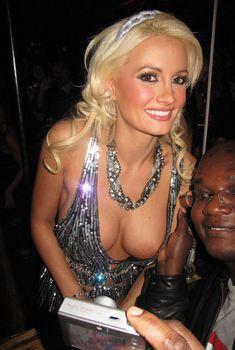 Открытое декольте Холли Мэдисон в клубе Лас-Вегаса, 05.12.2009