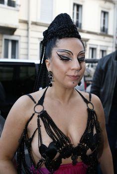Леди Гага без лифчика в Париже, 2014