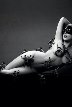 Обнаженная Леди Гага рекламирует свои духи Lady Gaga Fame, 2012