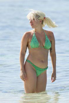 Возбуждающая Леди Гага в бикини на Багамских Островах, Июнь 2015