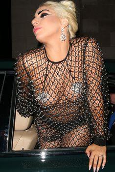 Леди Гага в откровенном наряде в Лондоне, 09.06.2015