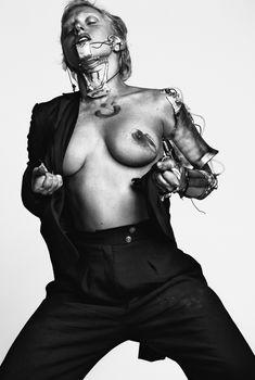 Леди Гага показала сиську для журнала Vogue, Январь 2012