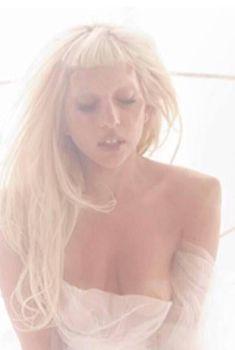 Леди Гага в нежной фотосессии Мариано Виванко, 2011