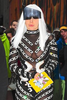 Леди Гага ходит без лифчика в Нью-Йорке, 28.03.2014