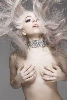 Леди Гага в ню фотосесссии для журнала Vanity Fair, 2010