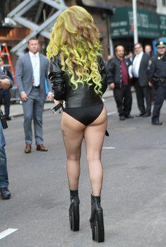 Леди Гага в трусах на улице в Нью-Йорке, 04.03.2014