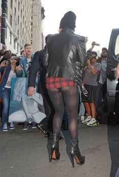Леди Гага засветила попу в коротком платье, 2014