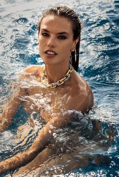 Алессандра Амбросио разделась для журнала Maxim, Декабрь 2015