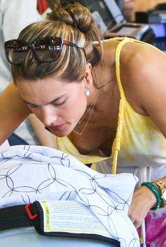 Алессандра Амбросио засветила грудь на шопинге, Сентябрь 2012