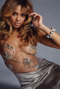 Бейонсе без лифчика в фотосессии для Glamour, 2009