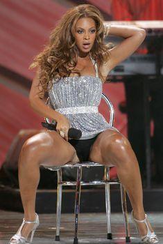 Черные трусы Бейонсе на премии World Music Awards, 2005