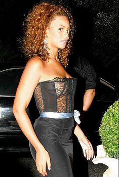 Голый засвет Бейонсе в прозрачном платье, 2003