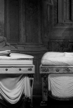 Голые сиськи Евы Мендес в фотосессии Франческо Веццоли, 2011