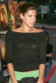 Засвет Евы Мендес от вспышки фотоаппарата на премьере фильма, 2004