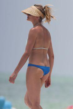 Сочная попка Камерон Диаз в бикини во Флориде, 2014