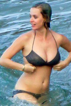 Сочный бюст Кэти Перри в купальнике на Гавайях, 25.12.2011