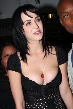 Сочная грудь Кэти Перри после вечеринки, 2008