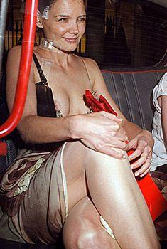 Голый засвет Кэти Холмс в машине, 2012