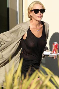 Шаловливая Линдси Лохан не надела лифчика в Лос-Анджелесе, 2011