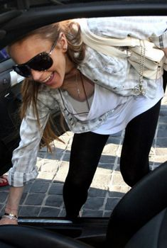 Линдси Лохан случайно показала голую сиську, 2009