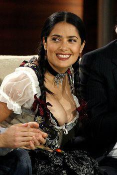 Слишком выпирающая грудь Сальмы Хайек на телешоу Wetten Dass..., 2008